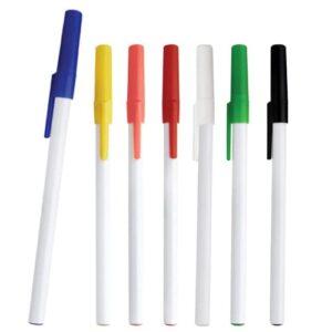 Bolígrafo de plástico con tapa de color.