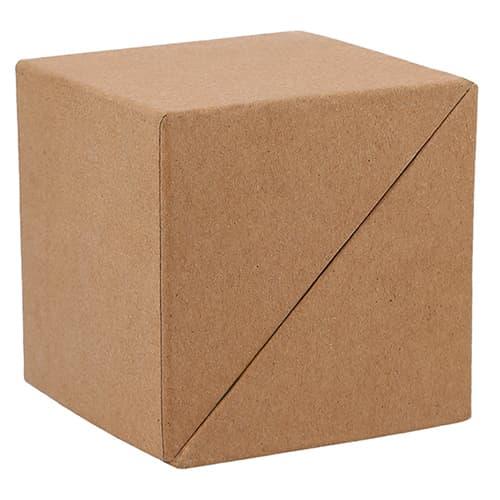 Estuche ecológico en forma de cubo.