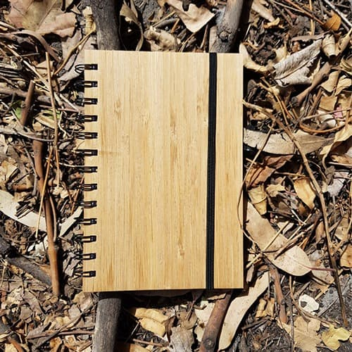 Libreta con pasta de bambú y 70 hojas