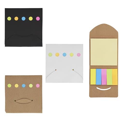 Sobre de cartón con notas y banderas